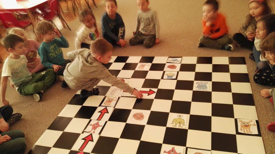 Projekt Kodowanie Na Dywanie I Ekranie Przedszkole